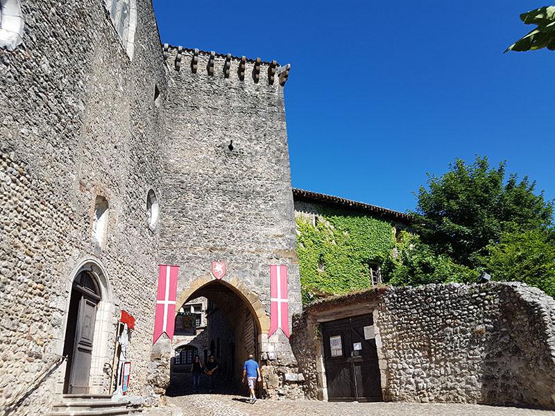 Перуж. Средневековый городок неподалеку от Лиона…