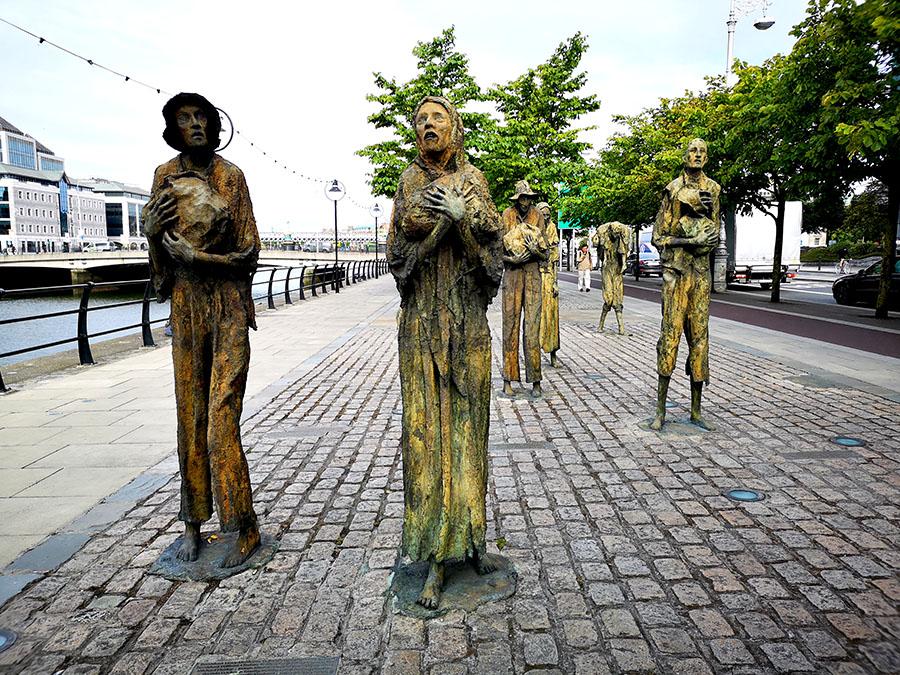 «Эмигранты. Голод» Самый страшный и реалистичный памятник в Дублине.