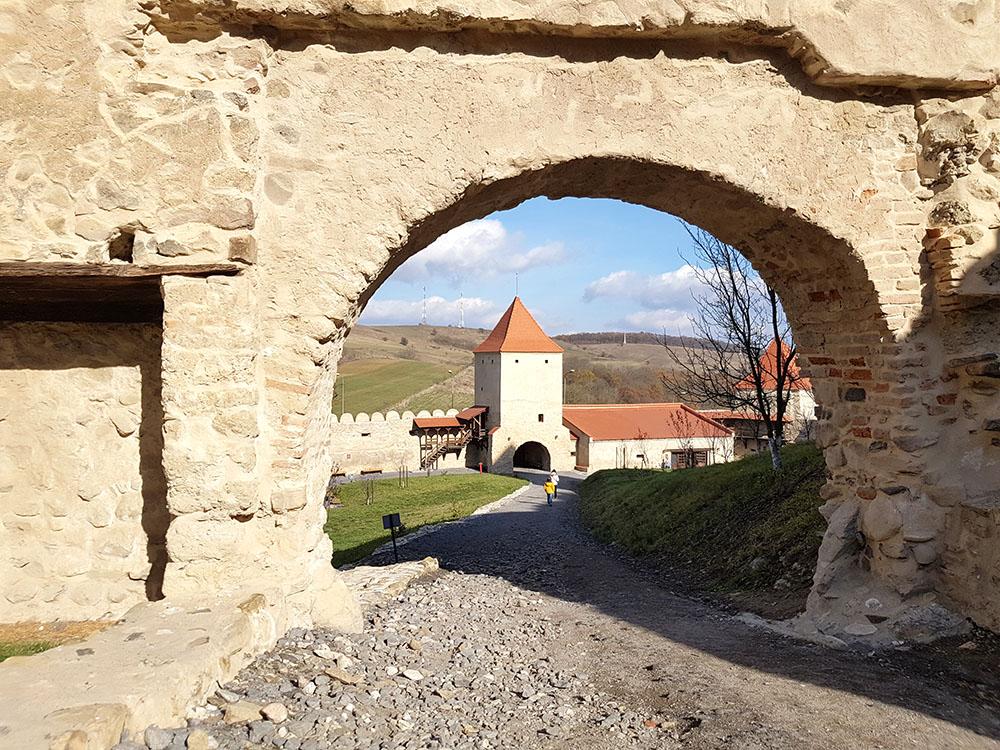 Трансильвания. Рупя. Саксонская крепость на базальтовой скале…