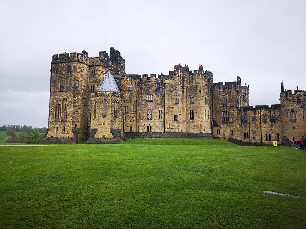 Алник (Alnwick Castle) – замок, где снимали Хогвартс