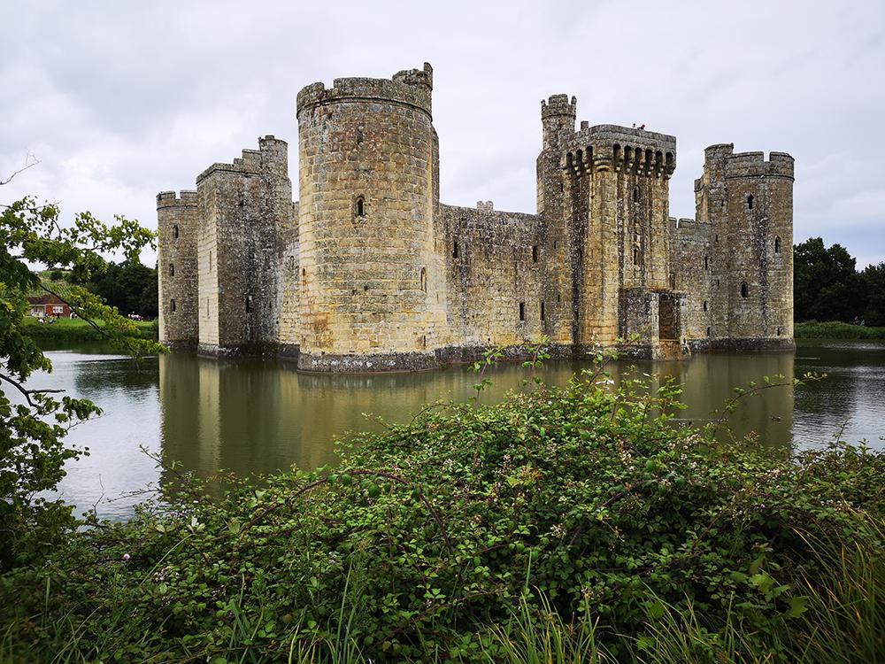 Бодиам (Bodiam) – величественный замок на границе с графством Кент