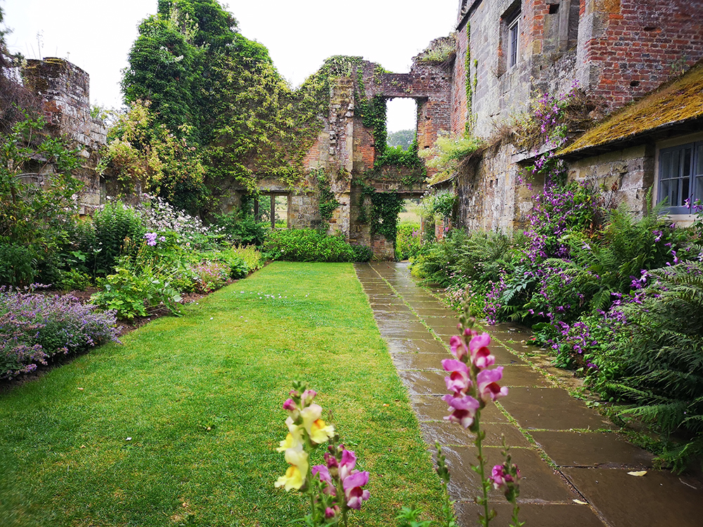 Английский замок Скотни (Scotney Castle) и его призраки
