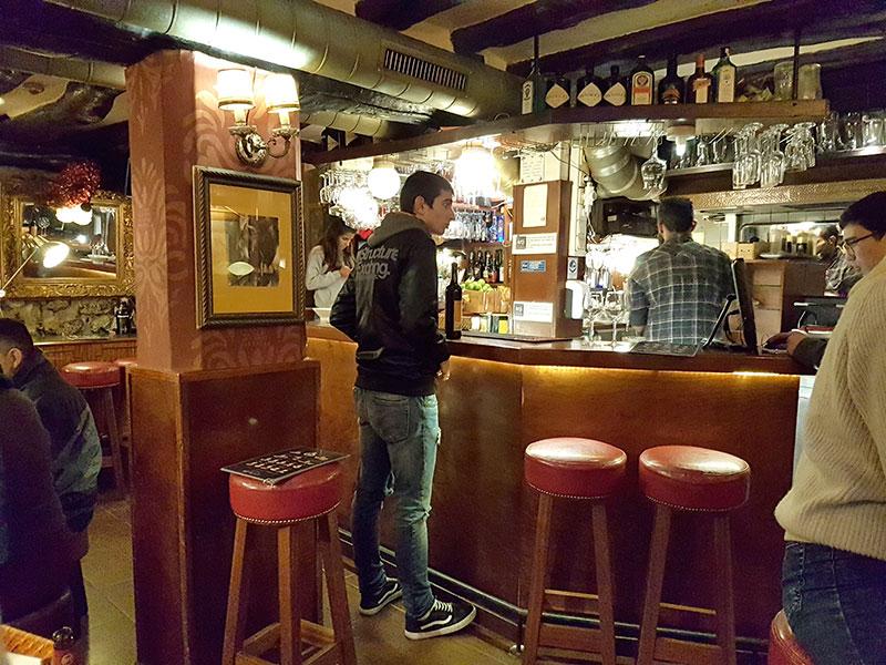 Винные бары в Португалии. Цены и закуски.