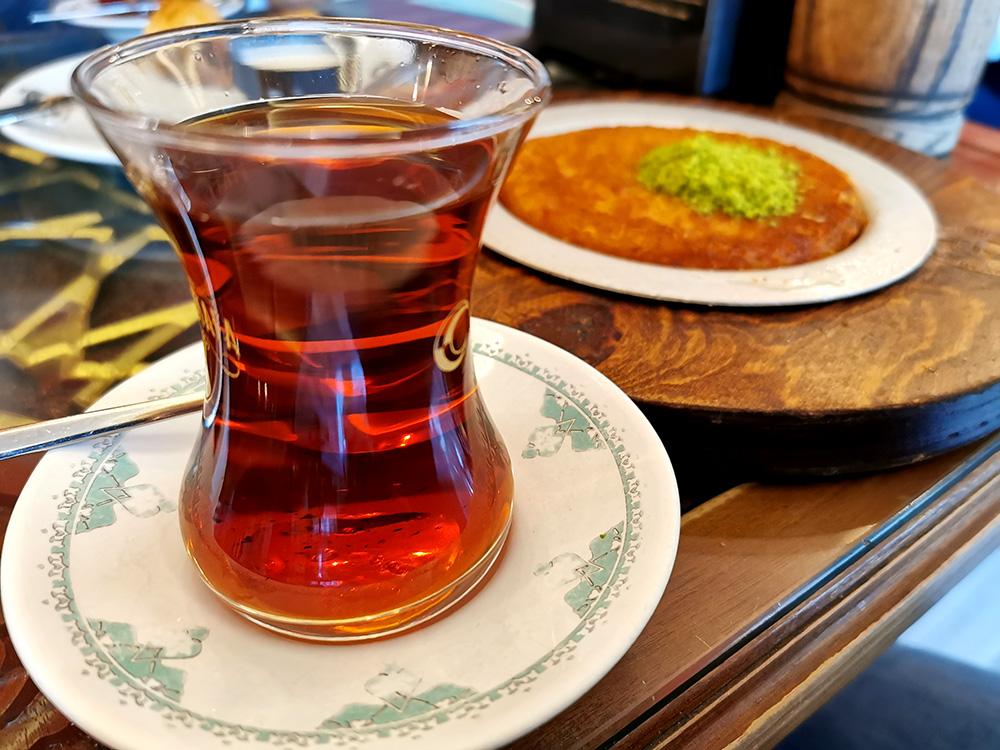 Турецкий чай и сладости. Репортаж из Стамбула