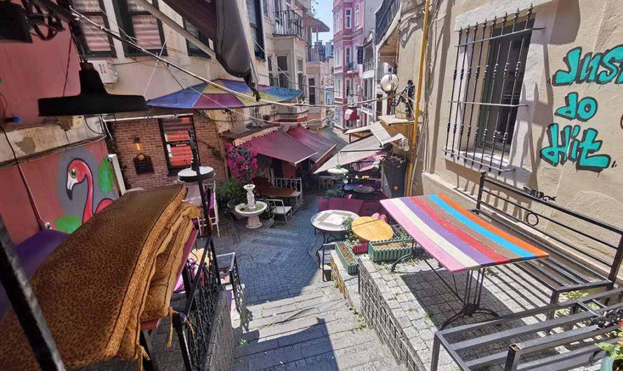 Французская улица. Опять нашла неожиданное место в Стамбуле