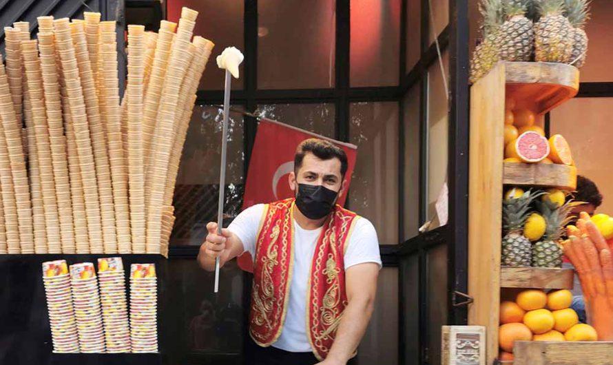 Турецкое мороженое «дондурма» и шоу веселых продавцов