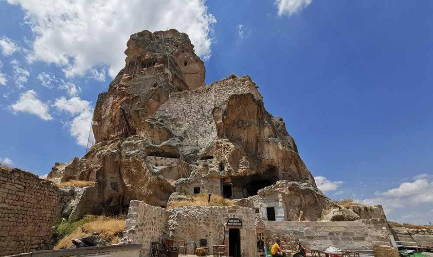 Ортахисар – крепость, вырезанная в скале